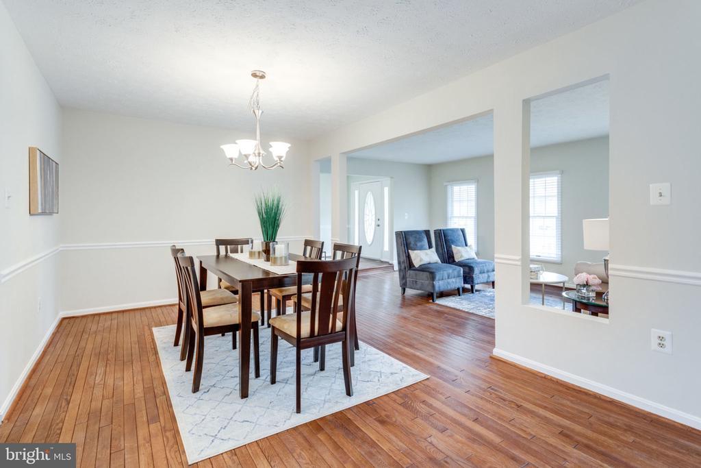 Gleaming hardwood floors/Dining room - 6536 NOVAK WOODS CT, BURKE