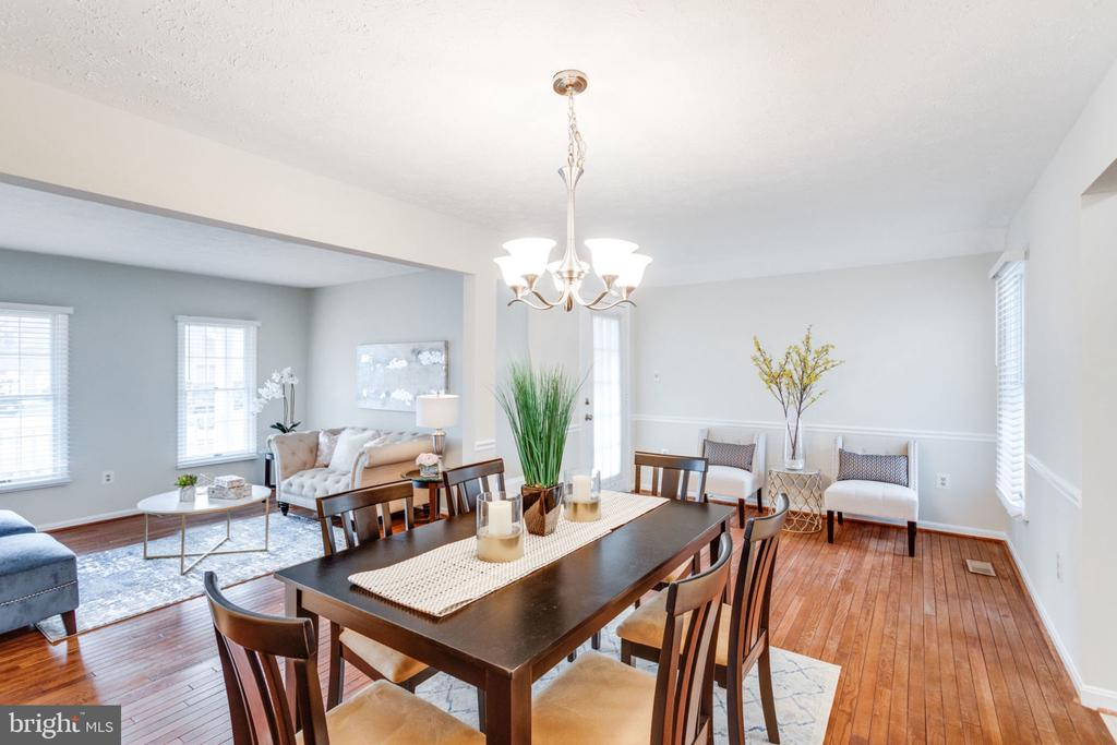 Big size dining room exit to the French deck. - 6536 NOVAK WOODS CT, BURKE