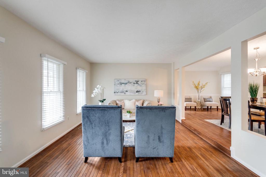 Gleaming hardwood floors/Living room - 6536 NOVAK WOODS CT, BURKE