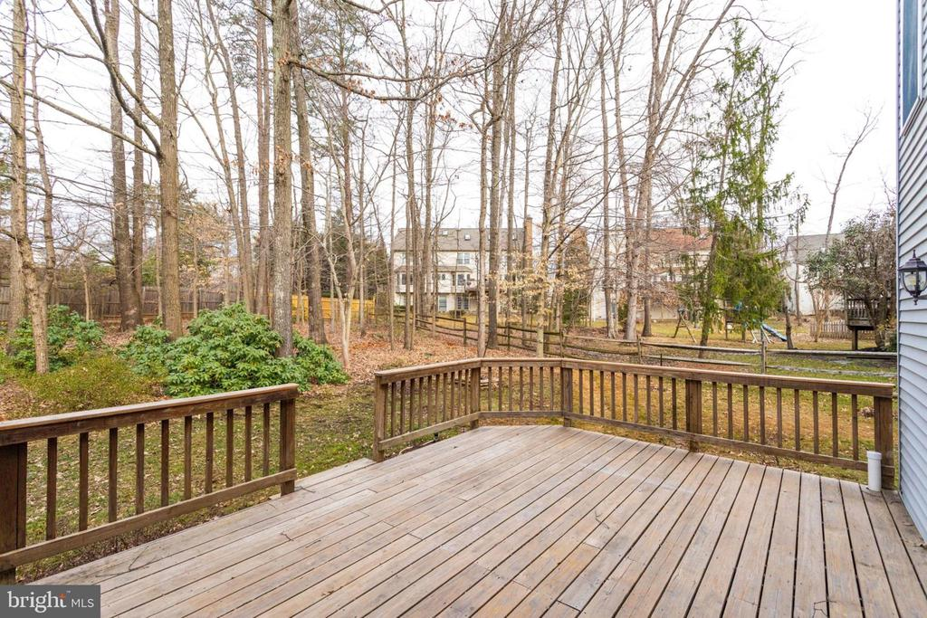 Backyard deck  from family room/tree view k  from - 6536 NOVAK WOODS CT, BURKE