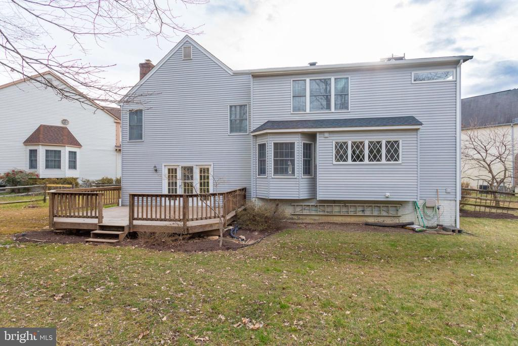 Well Maintained / tree view back yard. - 6536 NOVAK WOODS CT, BURKE