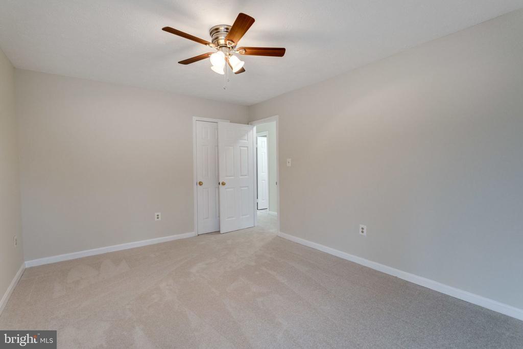 New carpet /new ceiling fan/bedroom - 6536 NOVAK WOODS CT, BURKE