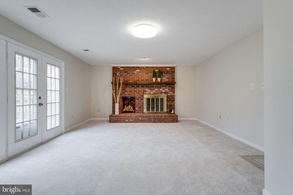 Family room w/wood fireplace & exit to Back yard - 6536 NOVAK WOODS CT, BURKE