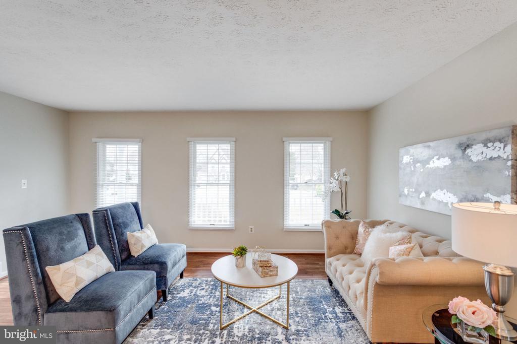 Gleaming hardwood floors/Living roomNewbilds - 6536 NOVAK WOODS CT, BURKE