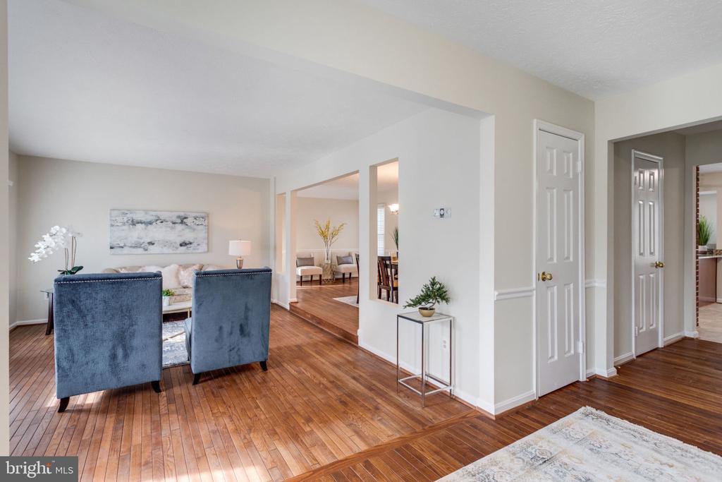 Very bright Living room - 6536 NOVAK WOODS CT, BURKE