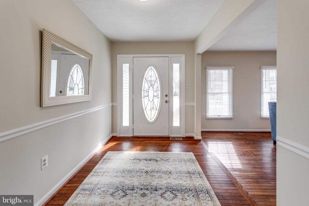 Gleaming hardwood floors/Foyer - 6536 NOVAK WOODS CT, BURKE