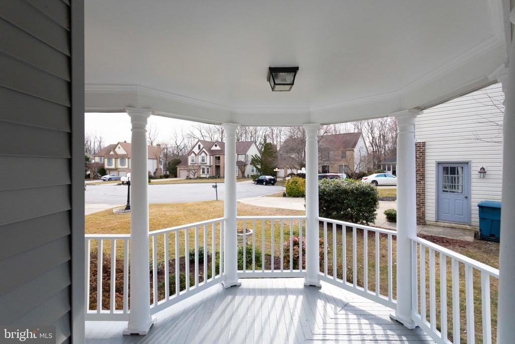 The French deck in Front Side. - 6536 NOVAK WOODS CT, BURKE