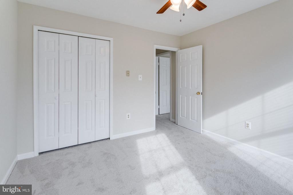 New carpet/new ceiling fan bedroom. - 6536 NOVAK WOODS CT, BURKE