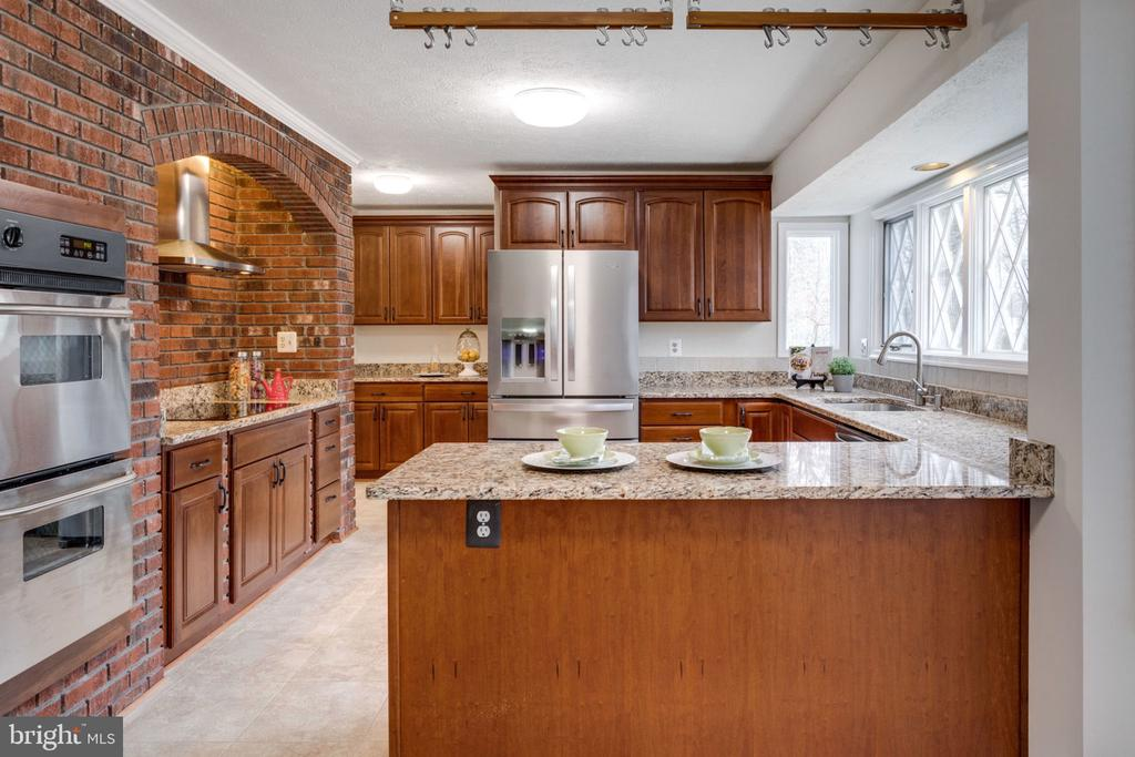 Stainless appliances, granite counter tops, - 6536 NOVAK WOODS CT, BURKE