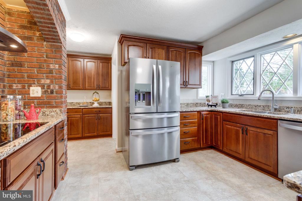 Stainless appliances, granite counter tops - 6536 NOVAK WOODS CT, BURKE