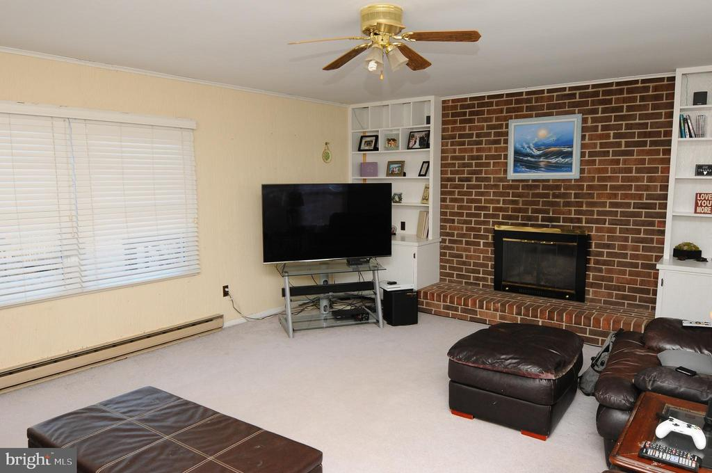 FAMILY ROOM - 320 W VALERY CT, STERLING