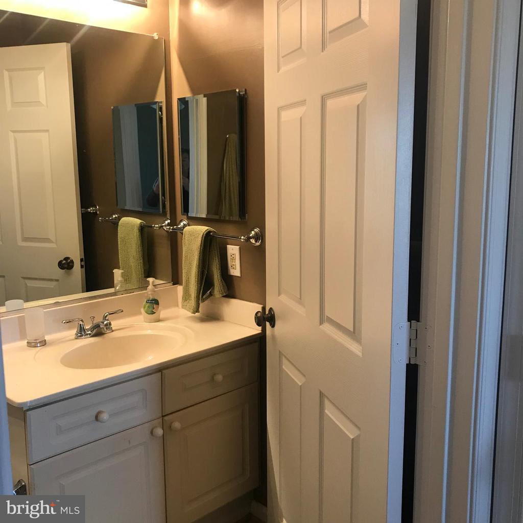 Nice size vanity - 20303 BEECHWOOD TER #103, ASHBURN