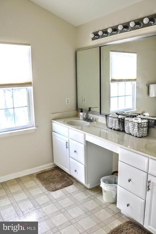 Master Bath off Master Bedroom - 42713 CENTER ST, CHANTILLY