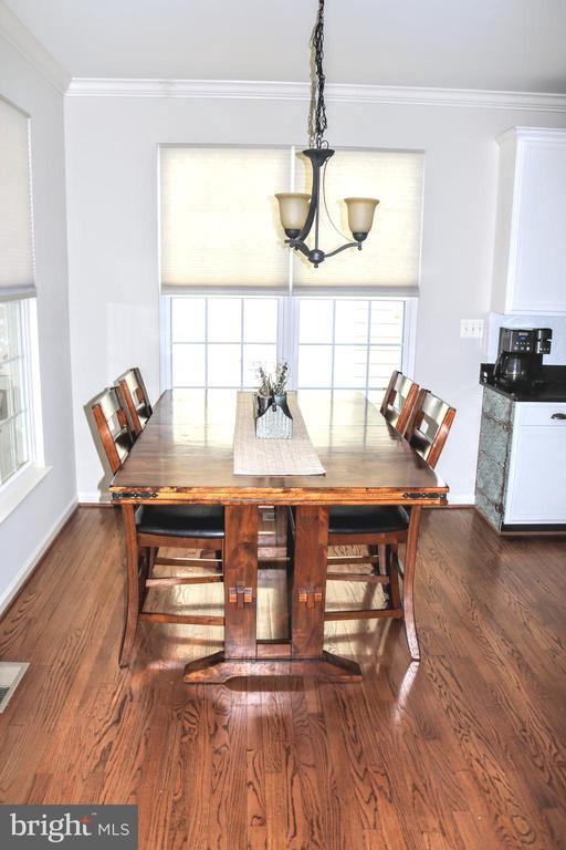 Dining Area Open to Kitchen - 42713 CENTER ST, CHANTILLY