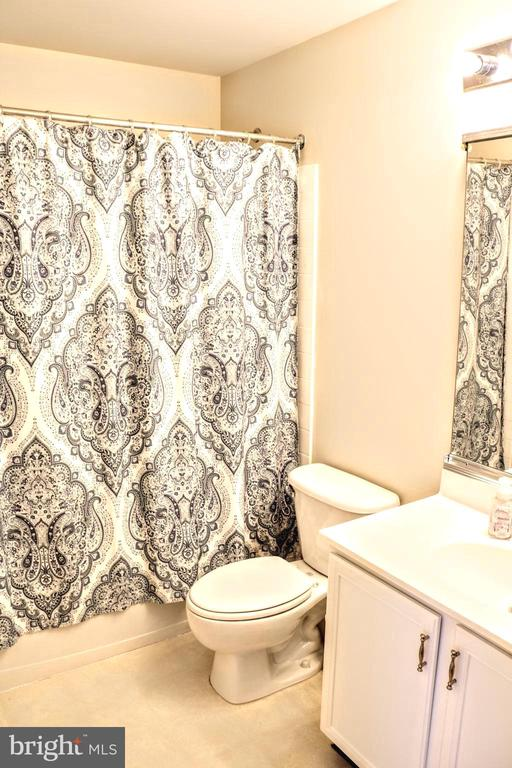 Bathroom - 42713 CENTER ST, CHANTILLY