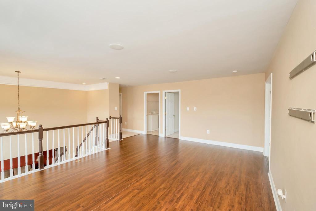 upstairs loft/sitting area - 5507 SILVER MAPLE LN, FREDERICKSBURG