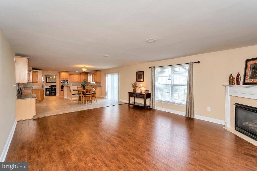 Living room - 5507 SILVER MAPLE LN, FREDERICKSBURG