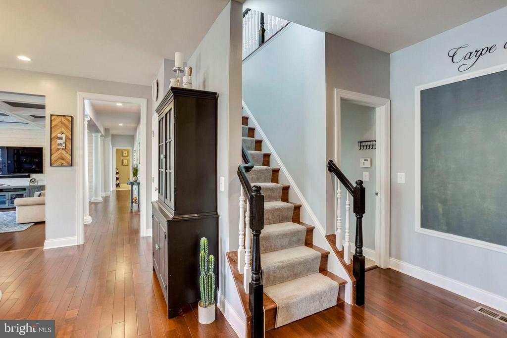 Back Staircase Accessed from Kitchen - 5194 BONNIE BRAE FARM DR, HAYMARKET