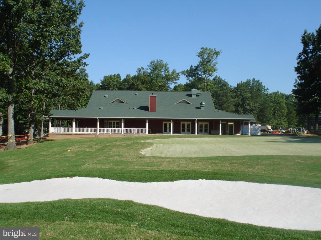 Golf Woods Center Outdoor dining - 200 HAPPY CREEK RD, LOCUST GROVE
