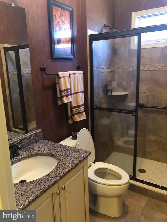 Main Floor Bathroom - 4204 ROLLING PADDOCK DR, UPPER MARLBORO