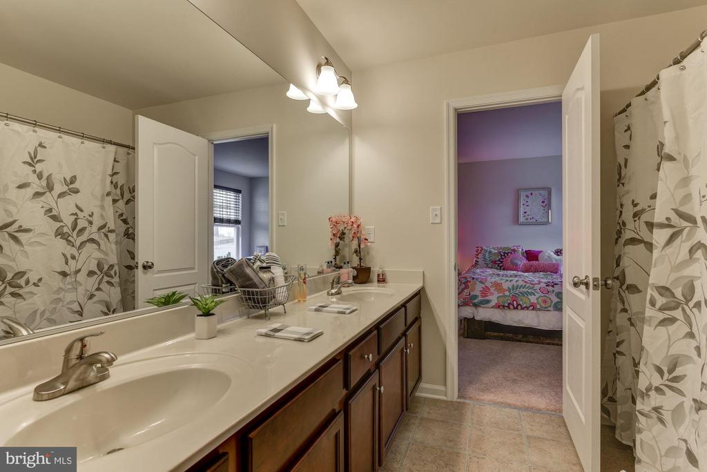 view Jack and Jill Full Bath - 1006 HUNTERS KNL, MYERSVILLE