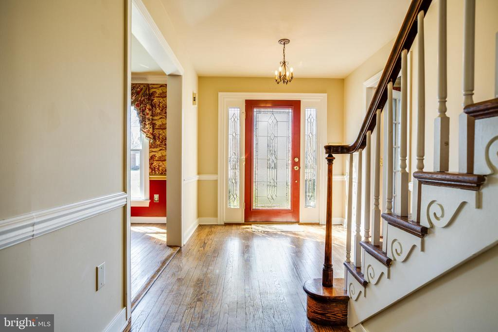 Nice center hall/Entrance - 609 LANCASTER ST, FREDERICKSBURG
