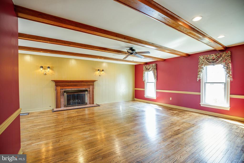 Huge Family Room - 609 LANCASTER ST, FREDERICKSBURG
