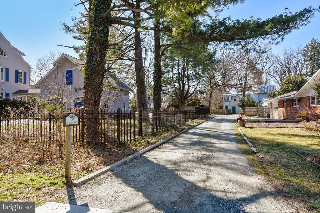 Private Driveway of off Harrison Street - 223 W MONTGOMERY AVE, ROCKVILLE