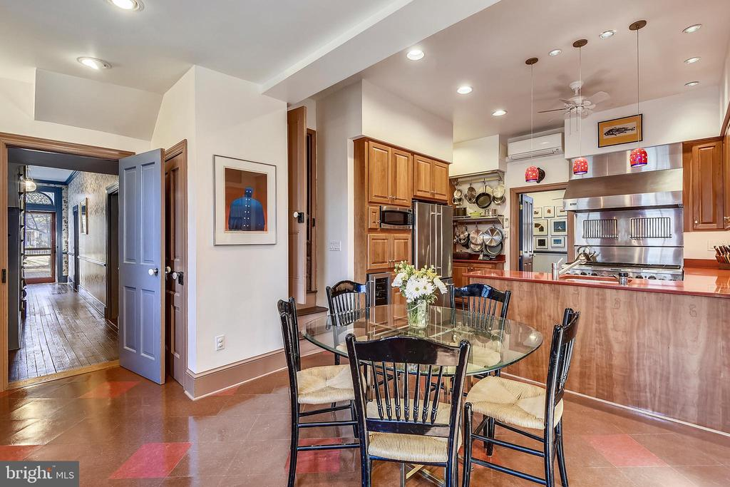 Table Spaced Kitchen Opens to Screened Porch - 223 W MONTGOMERY AVE, ROCKVILLE