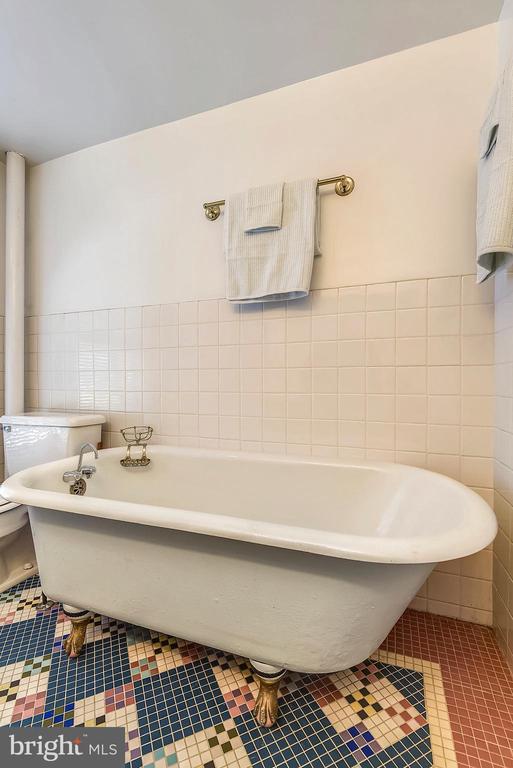 Full Bathroom 2 - 223 W MONTGOMERY AVE, ROCKVILLE