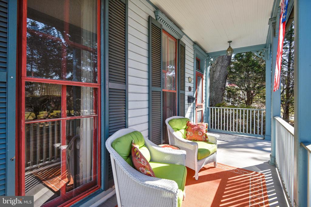 Front Porch - 223 W MONTGOMERY AVE, ROCKVILLE