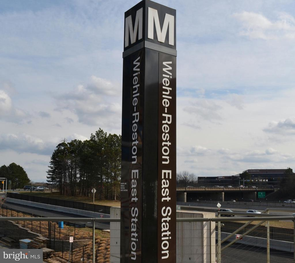 Just 3 miles to the Wiehle-Reston Metro stop! - 11261 CENTER HARBOR RD, RESTON