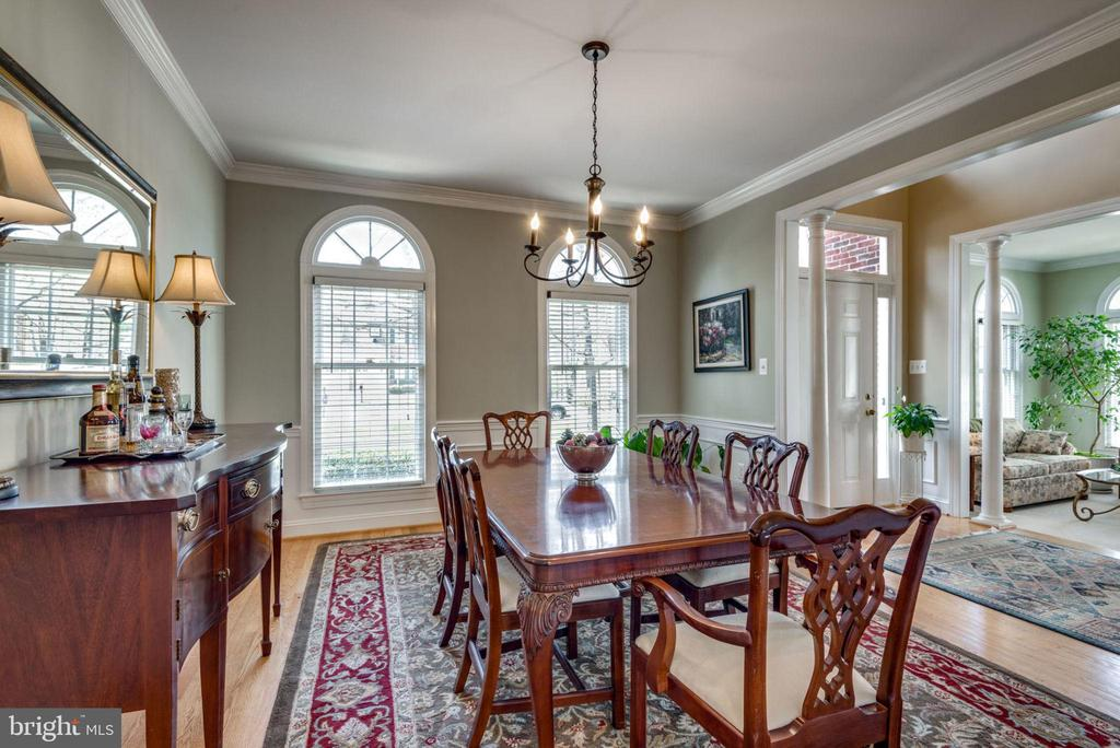 Room can accomodate another leaf in this table - 11261 CENTER HARBOR RD, RESTON