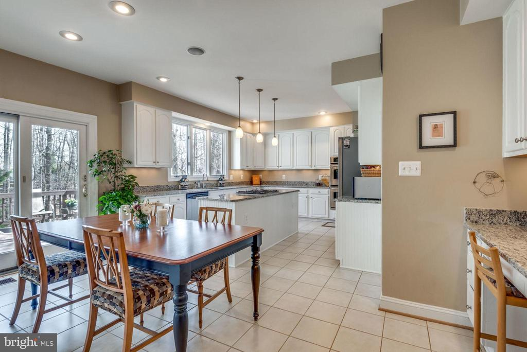 Eat in kitchen with sliding door to the deck - 11261 CENTER HARBOR RD, RESTON