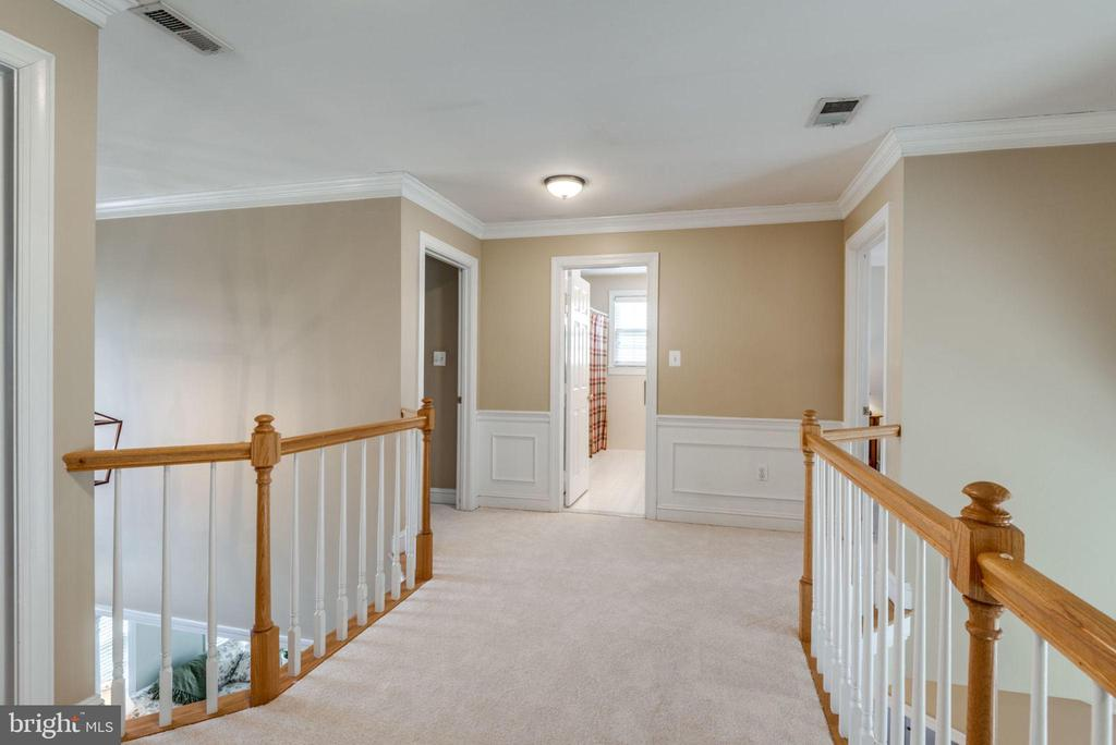 Shadow boxing and Crown Molding - 11261 CENTER HARBOR RD, RESTON