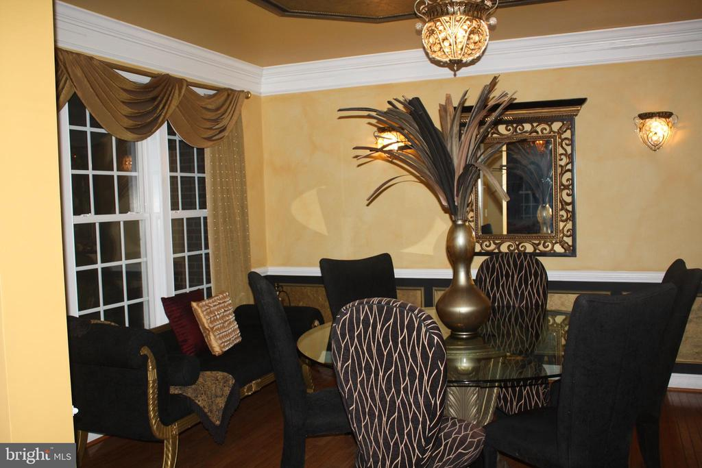 Formal Dining Room with custom paint - 43122 ROCKY RIDGE CT, LEESBURG