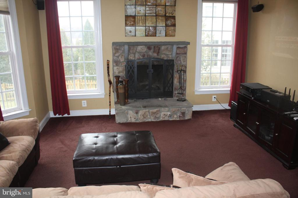 Fireplace in family room - 43122 ROCKY RIDGE CT, LEESBURG