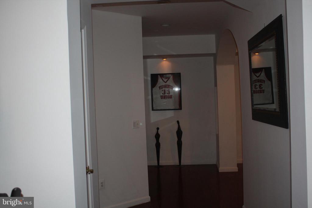 Hall way - 43122 ROCKY RIDGE CT, LEESBURG