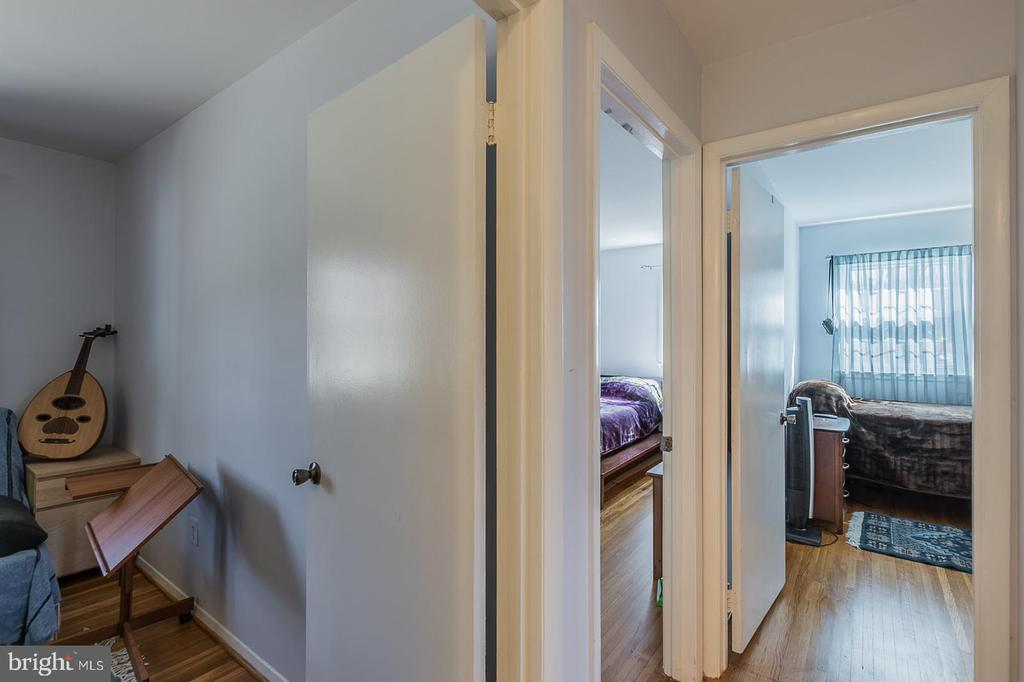 Hallway with access to 3 Bedrooms - 9017 BRAEBURN DR, ANNANDALE
