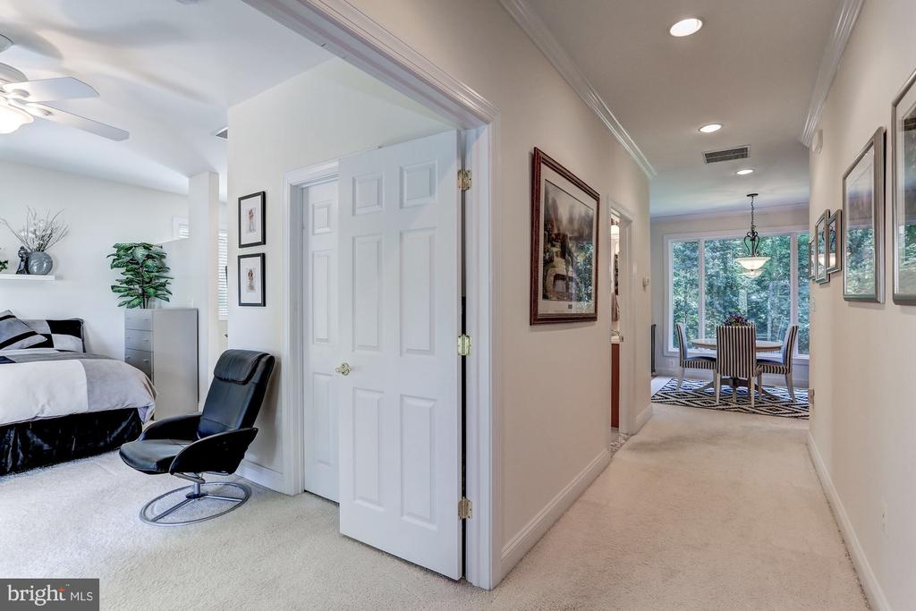 Bedroom and entrance of guest house - 6910 SCENIC POINTE PL, MANASSAS