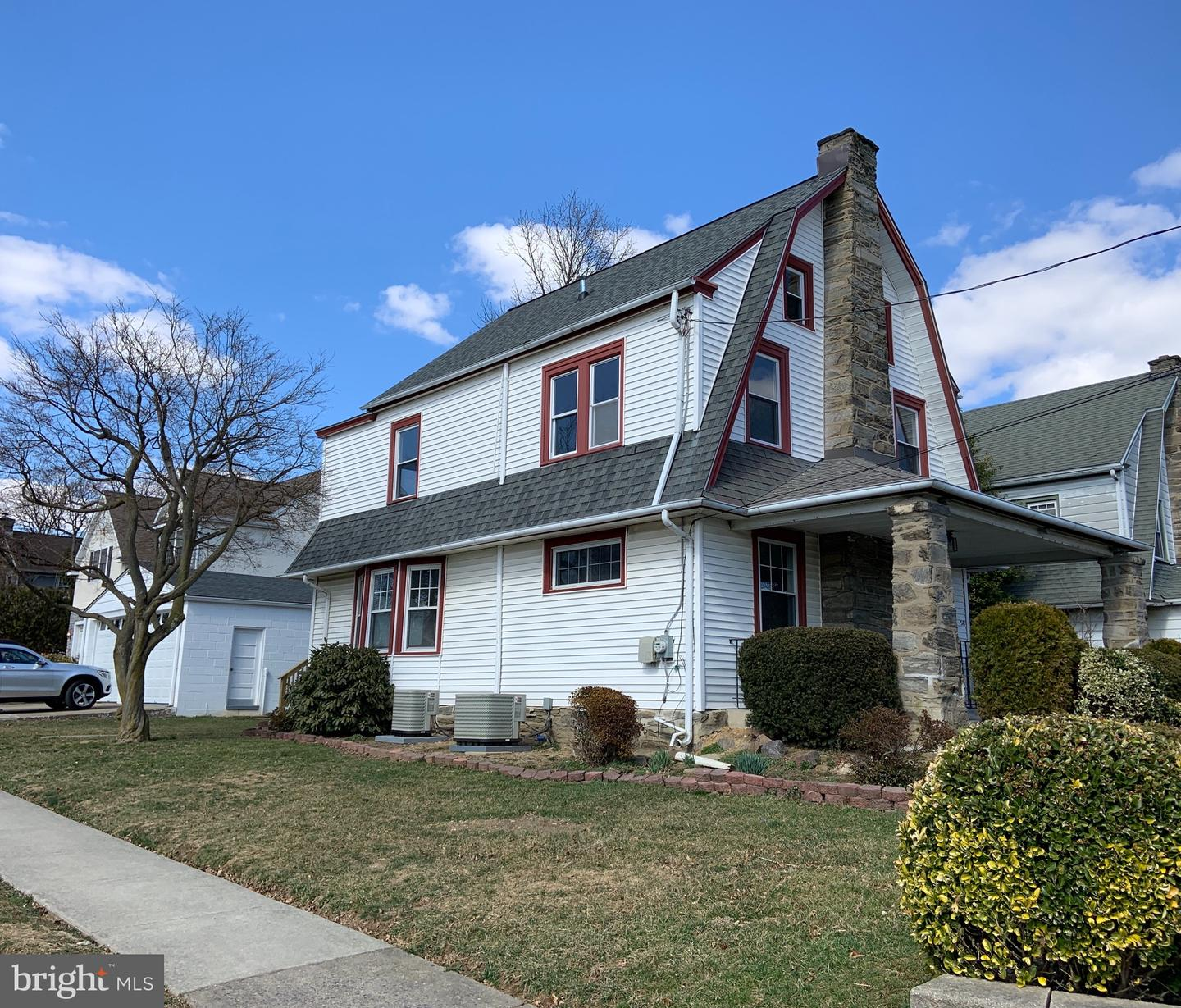 Photo of home for sale at 36 Oak Lane, Havertown PA