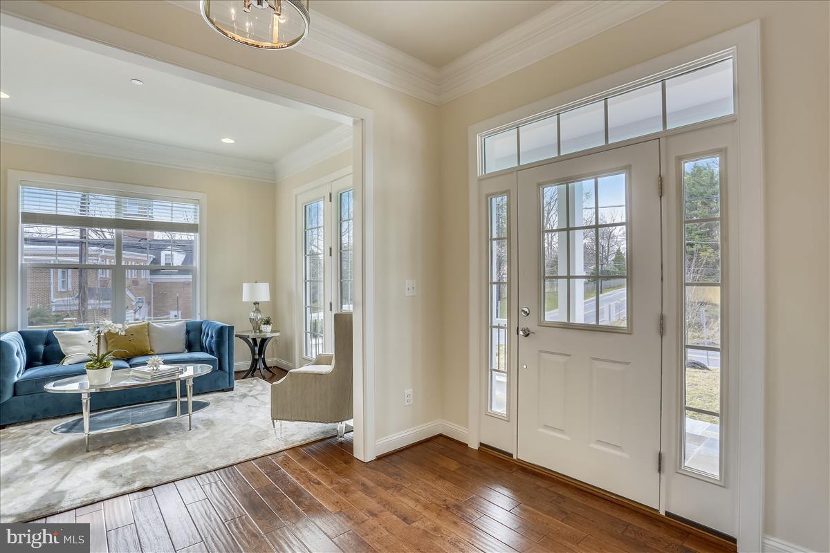 Additional photo for property listing at 6001 Walhonding Rd Bethesda, Maryland 20816 United States