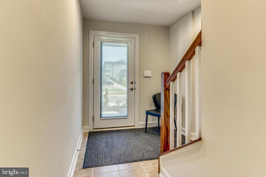 Entrance Foyer on Main Lvl Leads to BR + Full BA! - 9251 WOOD VIOLET CT, FAIRFAX
