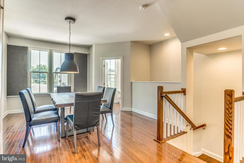 GORGEOUS wood floors throughout ULVL 1 - 9251 WOOD VIOLET CT, FAIRFAX