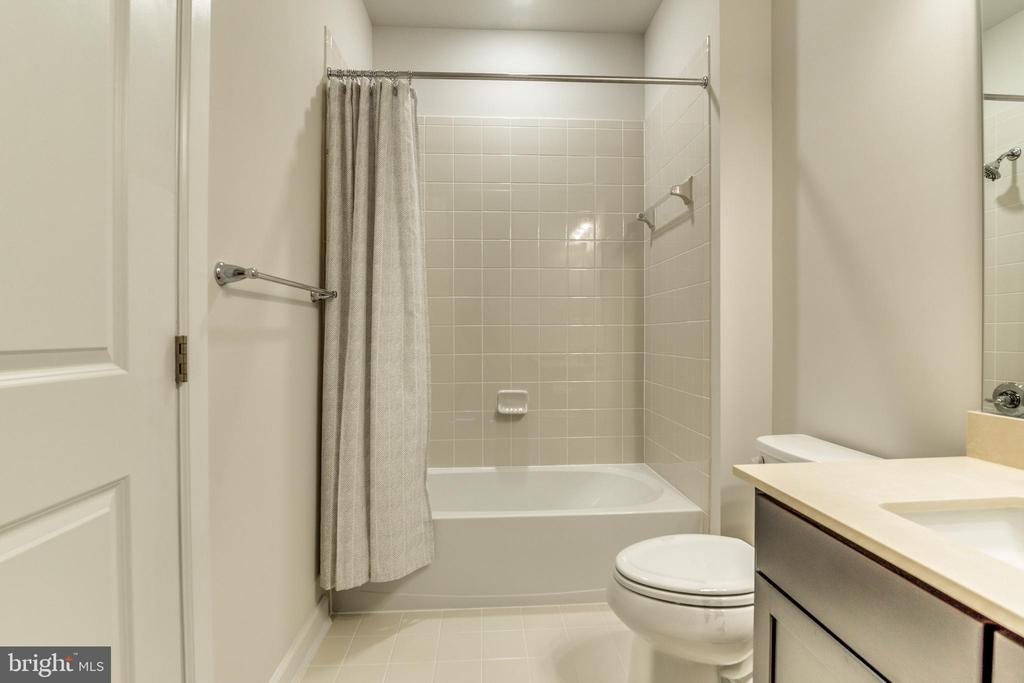 Full Bath off Additional Bedroom - 9251 WOOD VIOLET CT, FAIRFAX
