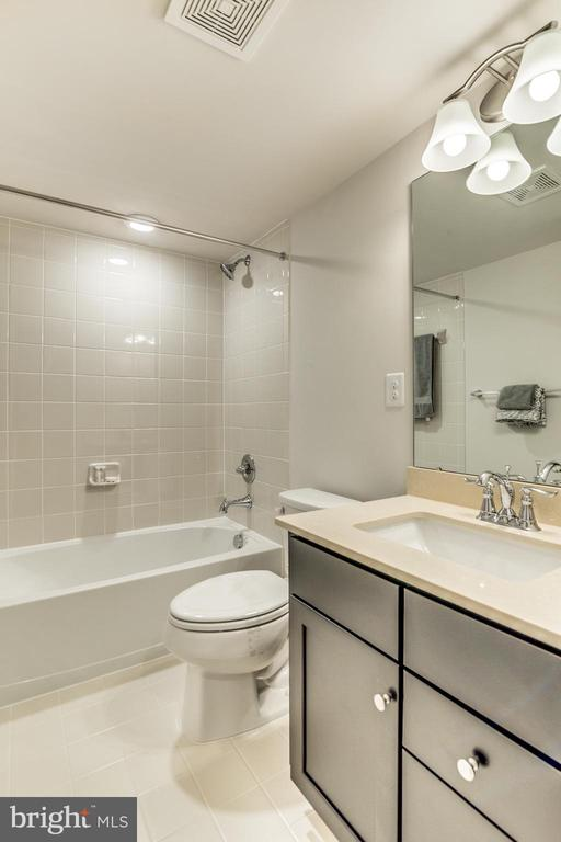 Main Level FULL BATH adjacent to Bedroom - 9251 WOOD VIOLET CT, FAIRFAX