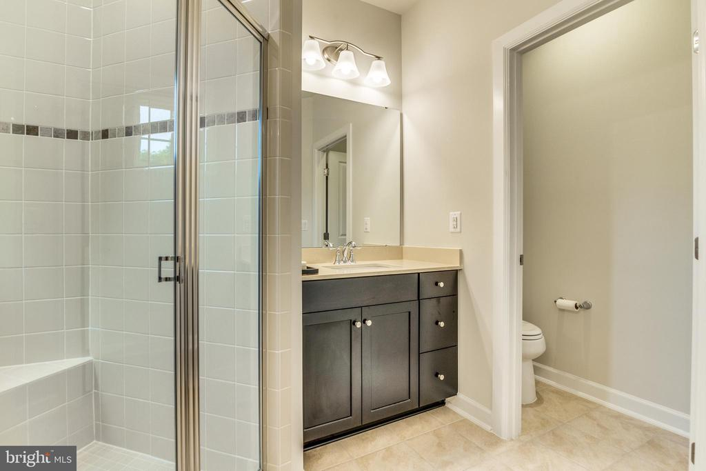 Master Bath w/ private WC - 9251 WOOD VIOLET CT, FAIRFAX