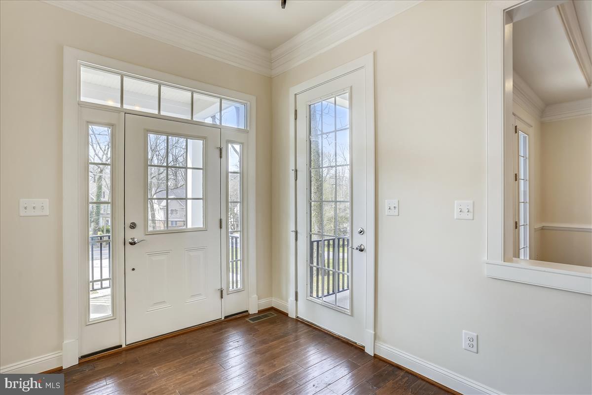 Additional photo for property listing at 5817 Bradley Blvd Bethesda, Maryland 20814 United States