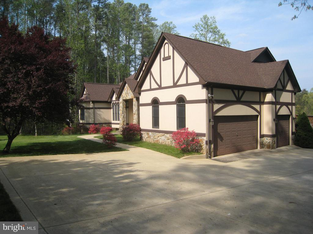 PAVED DRIVE & ATTACHED 3 CAR GARAGE - 6505 MATTHEW LN, MINERAL
