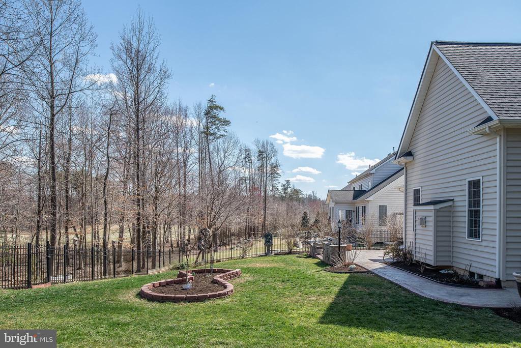 Backyard view with wrap around walkway. - 3 GRISTMILL DR, STAFFORD
